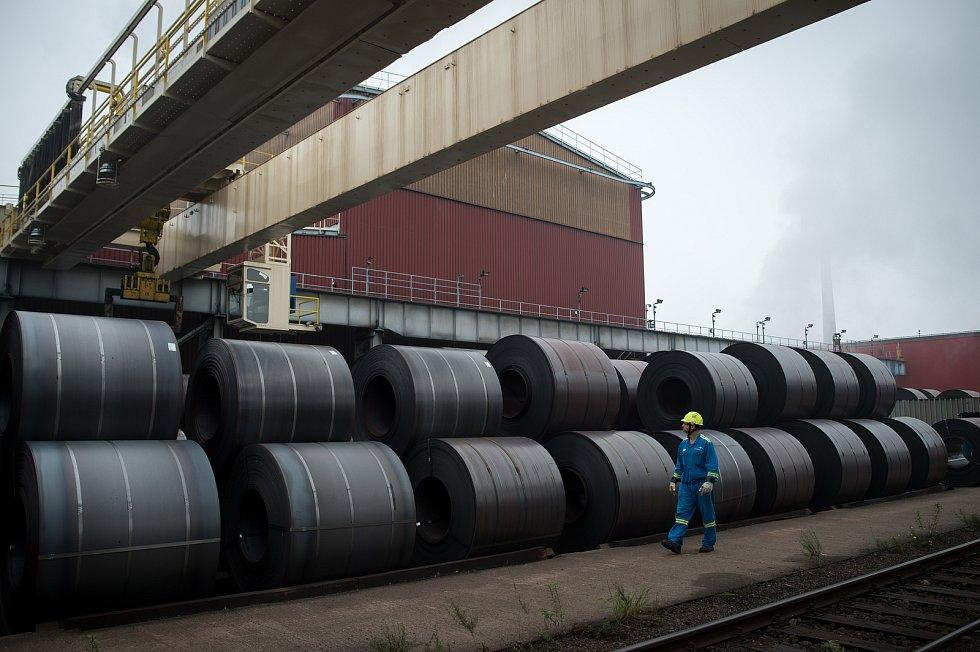 Podnik ArcelorMittal Ostrava, 19. října 2018 v Ostravě. Na snímku provoz Minihuť, ocelárna. Hotové role, svitky.