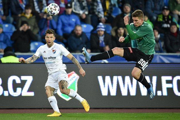 Utkání 22.kola první fotbalové ligy: Baník Ostrava - FK Jablonec, 24.února 2020vOstravě. Zleva Martin Fillo zOstravy a Libor Holík zJablonce.