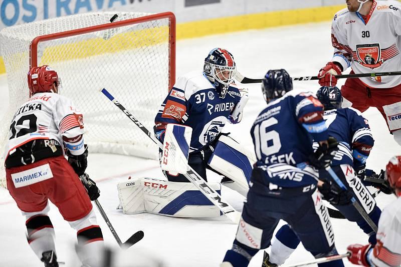 Utkání 15. kola hokejové extraligy: HC Vítkovice Ridera - Mountfield Hradec Králové, 9. listopadu 2020 v Ostravě. (střed) brankář Daniel Dolejš z Vítkovic.