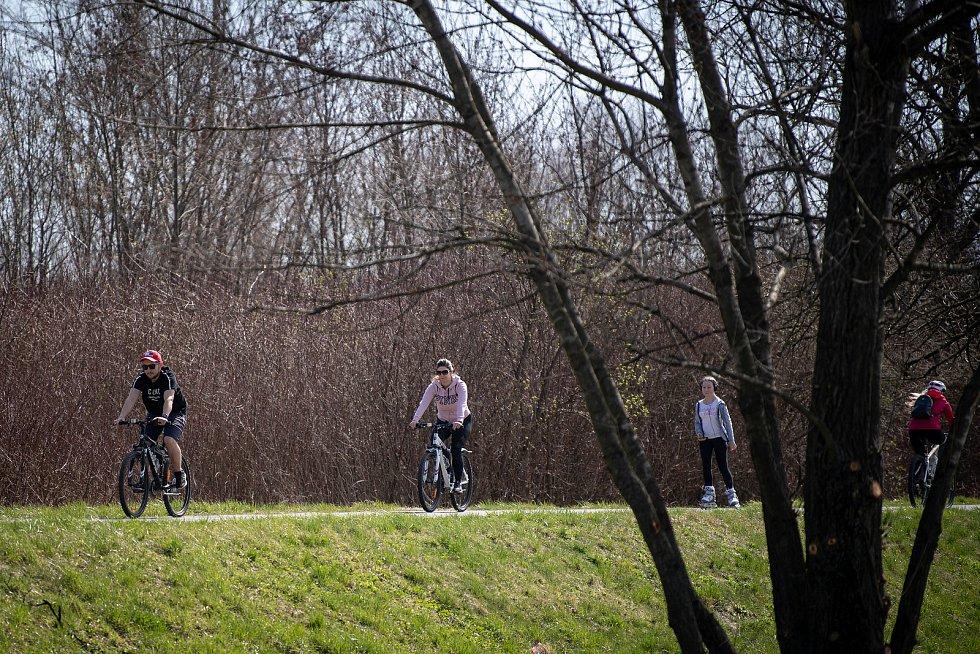 Cyklostezka okolo Ostravice, 10. dubna 2021 ve Vratimově.