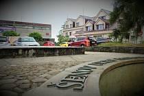 Kašna v centru Šenova.