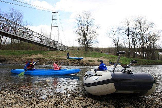 Vodáci otevírali řeky pro novou sezonu