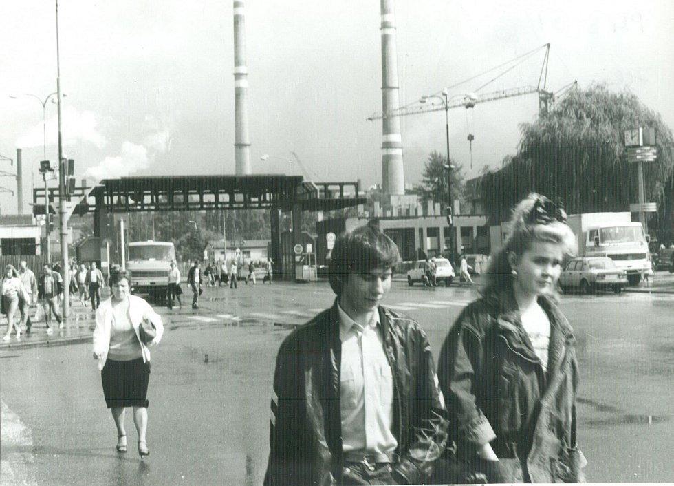 Hlavní brána, rok 1990.