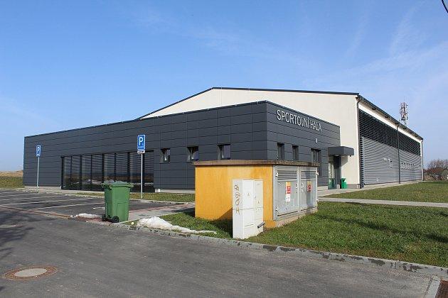 Nová sportovní hala vKrásném Poli