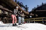 Běžeckou trať z umělého sněhu v areálu Dolní oblasti Vítkovic využilo několik stovek obyvatel Ostravy a okolí.