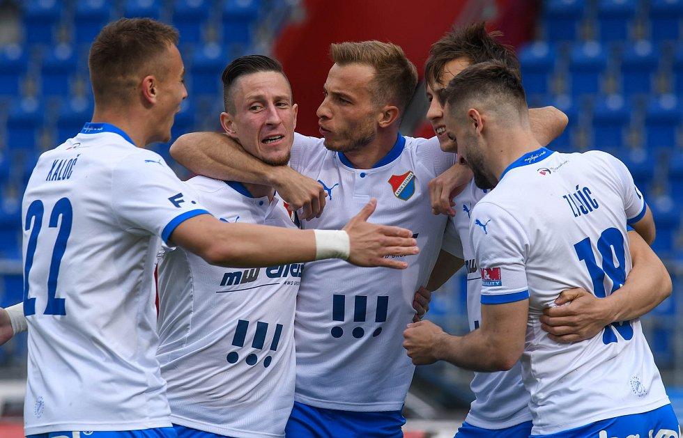 Fotbalisté Baníku Ostrava bojovali 15. května 2021 v utkání 32. ligového kola se Zlínem. Domácí slaví gól.