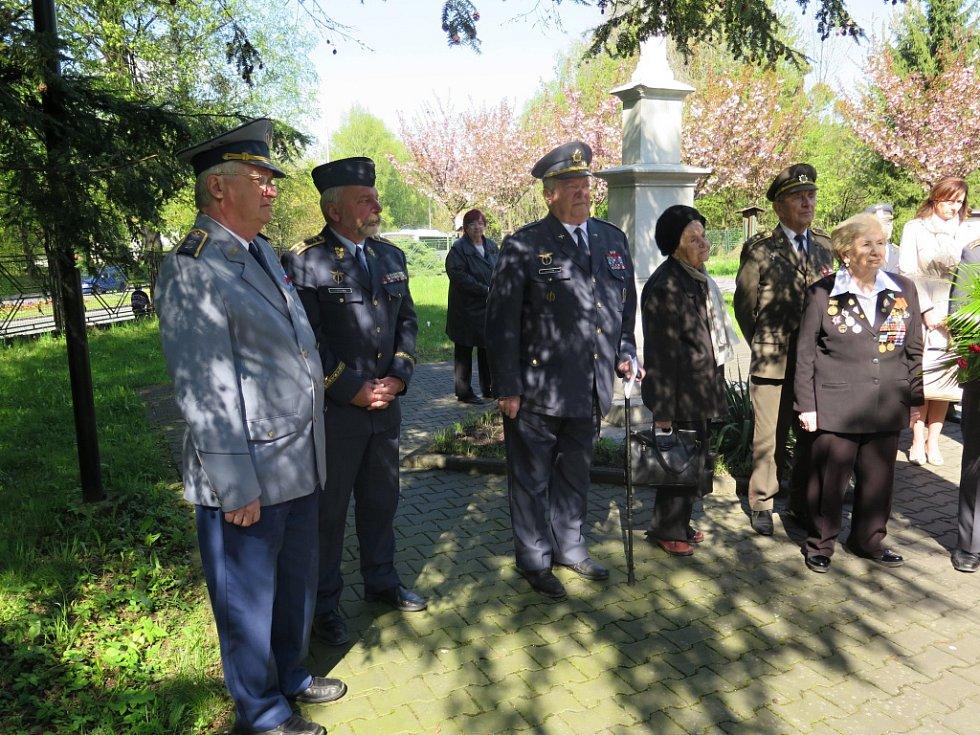 Slavnostní shromáždění k 71. výročí Ostravsko-opavské operace u Památníku padlých v Havířově.