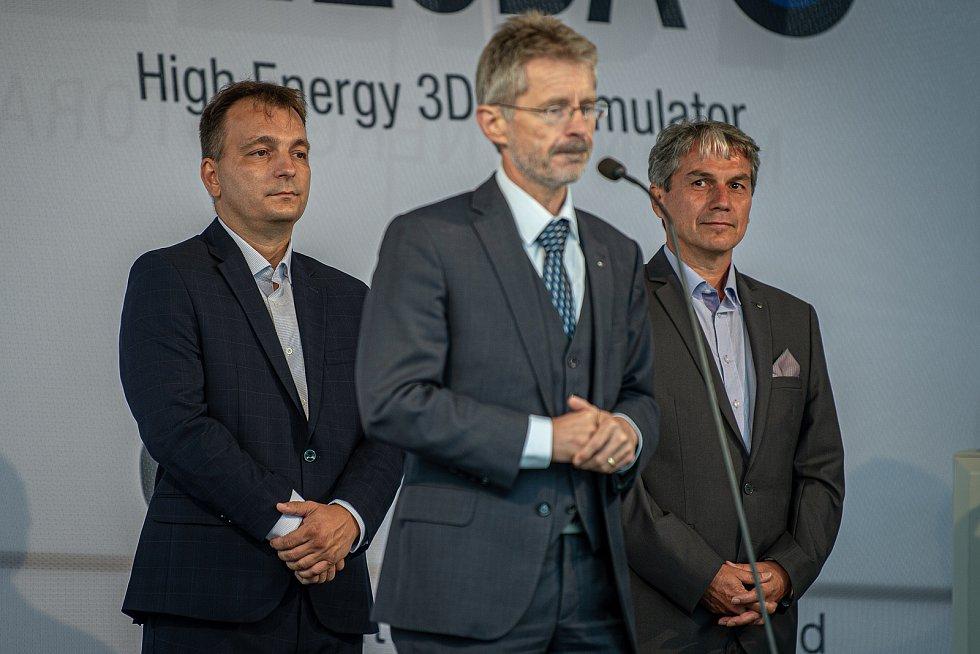 Společnost Magna Energy Storage (MES) otevřela v průmyslové zóně po bývalém černouhelném Dole František továrnu na výrobu vysokoenergetických akumulátorů HE3DA, 17. září 2020 v Horní Suché. (pozadí) Spolumajitel HE3DA a autor projektu Magna Energy Storage