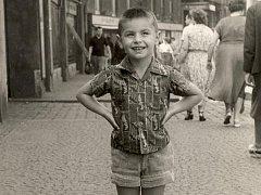 Známý filmový a televizní producent a nyní především hlava projektu Ostrava 2015 Čestmír Kopecký na snímku z dětství.