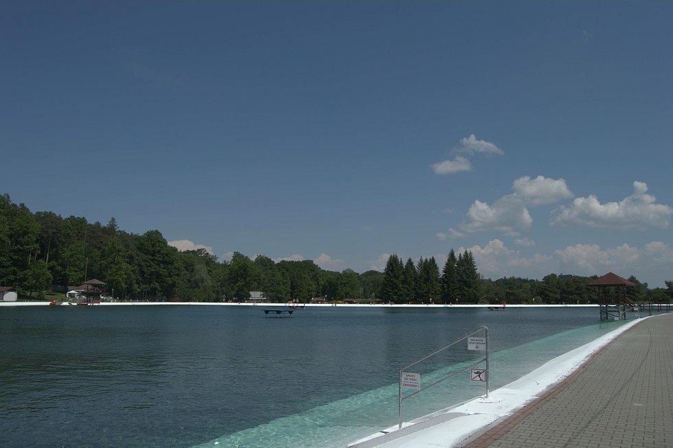 Letní koupaliště v Ostravě-Porubě, červen 2021.