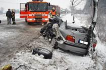 Záběry ze zásahu hasičů po nehodě tří automobilů mezi Starou Vsí nad Ondřejnicí a Krmelínem