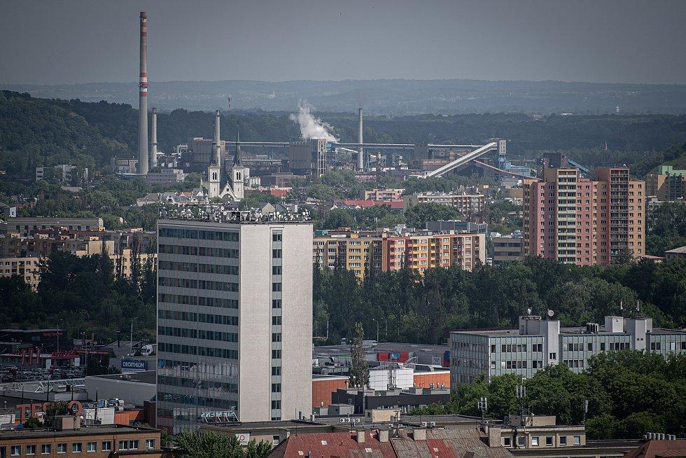 Odborná firma rozebere 84 metrů vysoký plynojem MAN který stojí na ulici 1. máje, snímek z 14. června 2021. Plynojem je už přes 10 let nevyužitý. OKK Koksovny v Přívoze.