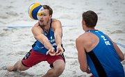 Turnaj Světového okruhu v plážovém volejbalu - zápasy o postup do osmifinále, 22. června 2018 v Ostravě. Na snímku (zleva) Ondřej Perušič a David Schweiner.
