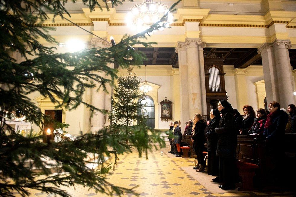 Půlnoční pontifikální mše svatá v katedrále Božského Spasitele v Ostravě.