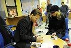 Vítěz soutěže Česko Slovenská SuperStar Martin Chodúr měl v úterý vpodvečer v ostravské pobočce Student Agency svou autogramiádu.