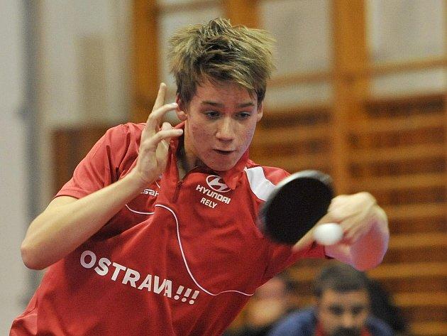 Extraliga stolního tenisu v Ostravě. Hráč domácího klubu Tibor Pavlík