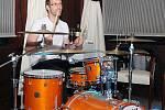 Petr Čech si zahrál i na bicí.