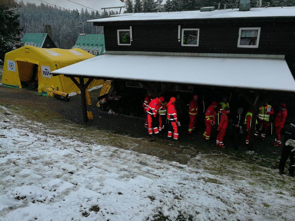 Cvičení leteckých záchranářů v Beskydech.