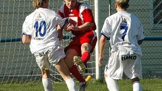 David Buček (10) přišel do mužstva až v zimě, přesto dokázal dát osm branek.