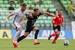 Utkání 1. kola fotbalové Fortuna ligy: MFK Karviná - FC Baník Ostrava, 23. srpna 2020 v Karviné. Filip Twardzik z Karviné a Ondřej Šašinka z Ostravy.