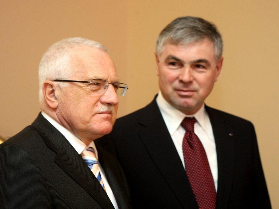 Prezident České republiky Václav Klaus při setkání s hejtmanem Moravskoslezského kraje Jaroslavem Palasem.