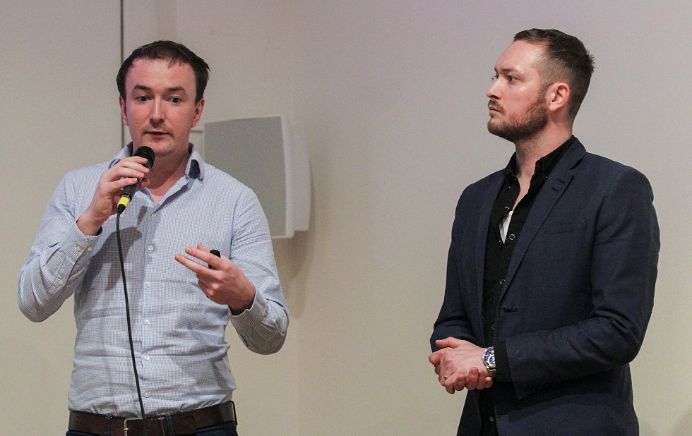 Prezentace a přednáška s videoprojekcí Hairstylisty Ondřeje Horvatha z Felix Atelieru v Ostravském Domě Umění. Na fotografii vpravo Ondřej Horvath.