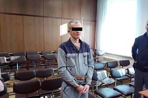 Muž si pobyt za mřížemi prodloužil o dva a půl roku.