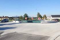 """Kruhový objezd nahradil sviadnovskou křižovatku """"U Šimla"""", která byla místem častých dopravních nehod."""