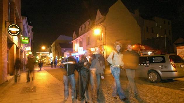 Ilustrační foto z noční Stodolní ulice
