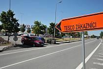 Oprava objezdu a ulice Na Rovince bude hotova na začátku září.