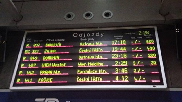 600 MINUT. Dramatické cestování z Brna do Ostravy zažila kvůli ledovce Iva Válková. Její spojení nabralo desetihodinové zpoždění.