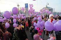 Děti na Slezské vypouštěly balonky