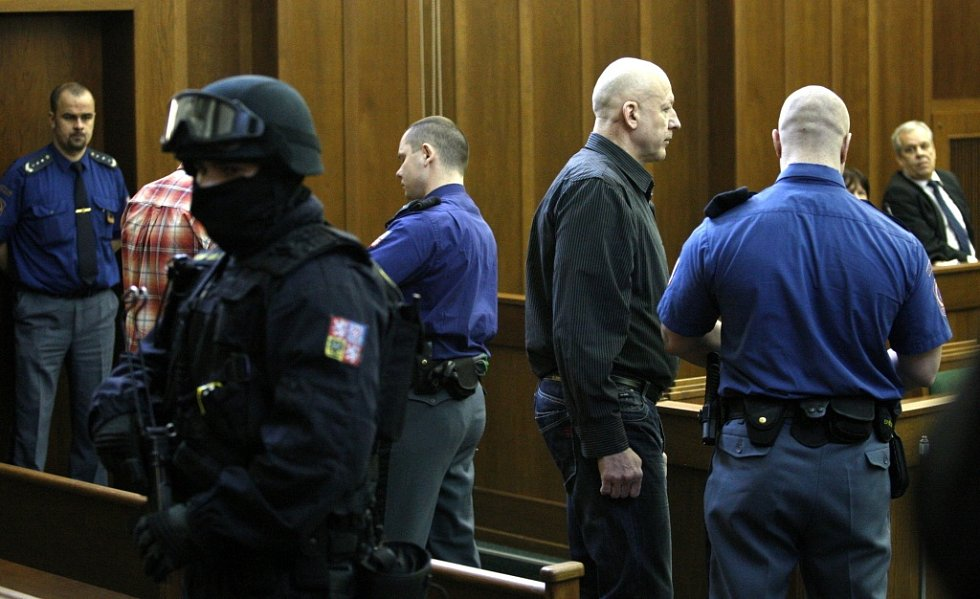 Jiří Bohdálek byl v březnu 2014 odsouzen k sedmadvaceti rokům žaláře.