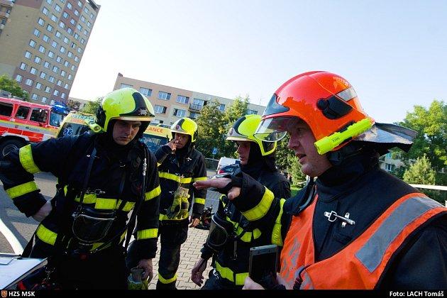 Zásah hasičů při tragickém požáru vBohumíně, srpen 2020.