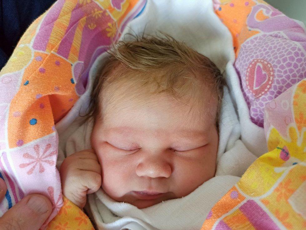 Nela Dyrčíková, Třinec, narozena 7. června 2021, míra 51 cm, váha 3930 g.