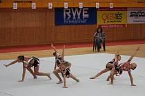 Mladé moderní gymnastky SSK Vítkovice oslavily svůj první start na oblastním přeboru ve společných skladbách v Přerově ziskem zlatých medailí.