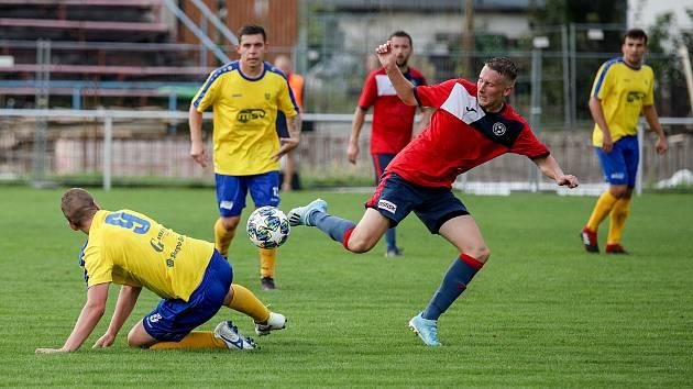 Fotbal, TJ UNIE Hlubina - ŠSK Bílovec (ve žlutém), 22. srpna 2020 v Ostravě.