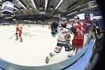 Čtvrtfinále play off hokejové extraligy - 4. zápas: HC Vítkovice Ridera - HC Oceláři Třinec, 25. března 2019 v Ostravě. Na snímku (zleva) Roman Szturc.