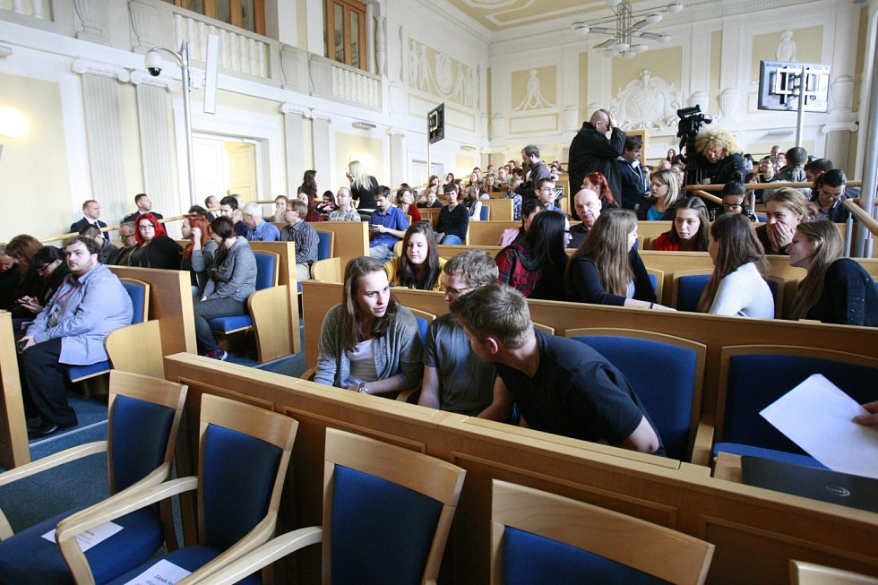 Druhý den své návštěvy Moravskoslezského kraje prezident Miloš Zeman zamířil do Opavy, kde se setkal se studenty Slezské univerzity v Opavě.