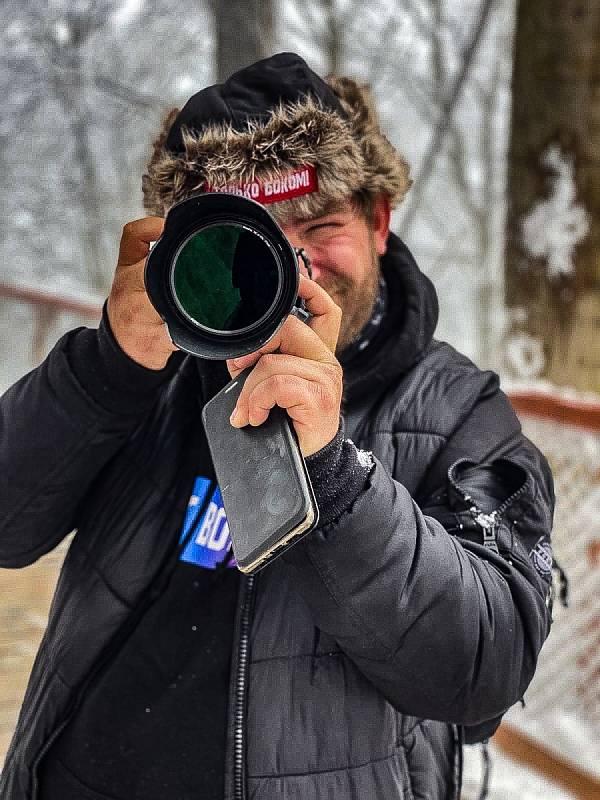 Fotograf Jiří Baran v akci.