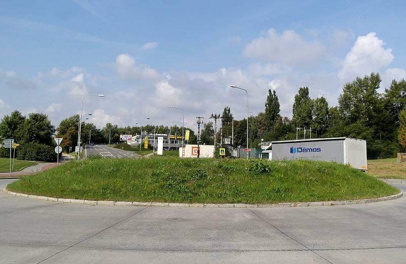 Jižní rondel pod Svinovskými mosty, kde se už brzy objeví dílo Pocta hornictví.