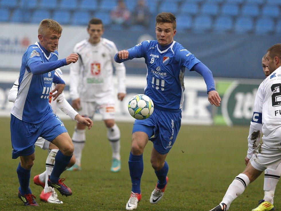 Baník - Hradec Králové. Vlevo v modrém Jan Hable, vpravo Dominik Kraut