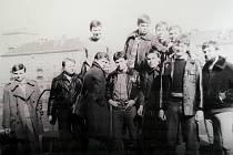 Oldřich Šuleř mladší během studia oboru hlubinné dobývání na Vysoké škole báňské, na fotografii je druhý zprava se spolužáky z Hornicko geologické fakulty.