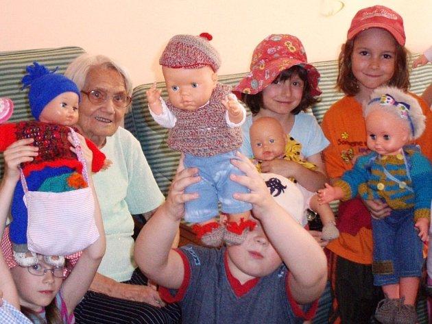 Děti ze školky O. Synka v Ostravě-Porubě a babičky z porubského domu s pečovatelskou službou se kamarádí.