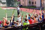 Policisté v rámci edukační osvětové akce navštívili školáky, aby otevřeli problematiku bezpečného přecházení přes přechody.