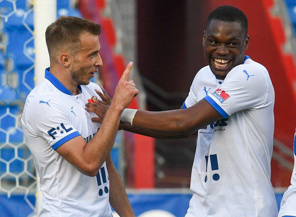 Fotbalisté Baníku Ostrava odehráli v sobotu 15. května 2021 utkání 32. ligového kola se Zlínem. Domácí Nemanja Kuzmanovič a Gigli Ndefe.