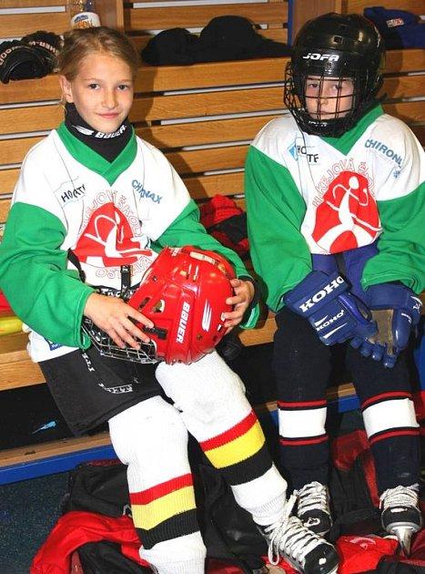 Tréninků se v rámci Hokejové školy zúčastňují i děvčata