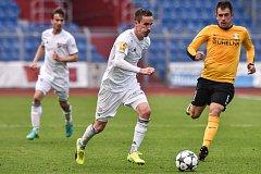 Utkání 28. kola druhé fotbalové ligy (Fortuna národní liga): Baník Ostrava vs. Baník Sokolov, 13. května v Ostravě. (střed) Martin Sus a Krajačic Domagoj.