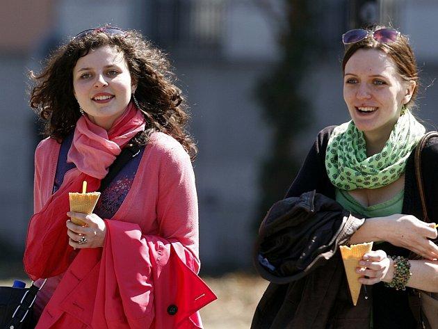 Lidé si budou moci teplého počasí užívat po celý tento týden.