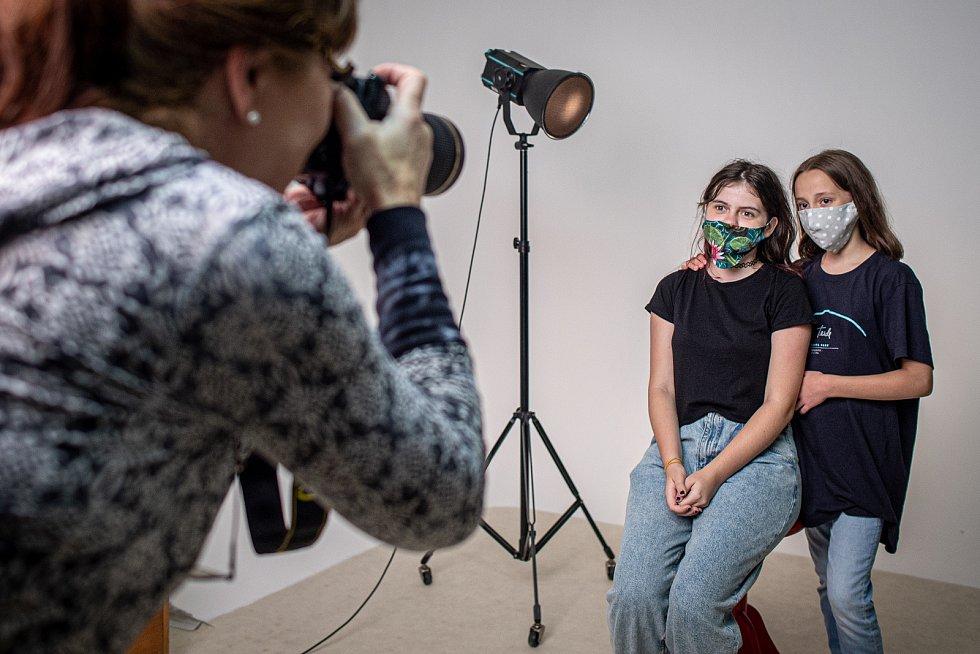 Majitelka Fotostudia Radmila Panáčková nabízí speciální akci, focení v rouškách, 17. června 2020 v Ostravě.
